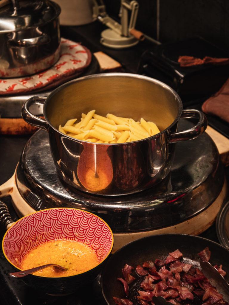 cuisine carbonara oeuf lardon pate